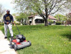 Chàng trai đi khắp nước Mỹ cắt cỏ miễn phí