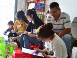 Chàng họa sĩ mở gần 10 lớp dạy vẽ miễn phí