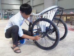 Chàng sinh viên chế tạo xe lăn chạy bằng động cơ giá rẻ