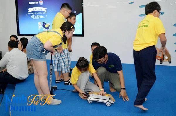 Khi người khổng lồ Samsung làm tình nguyện.