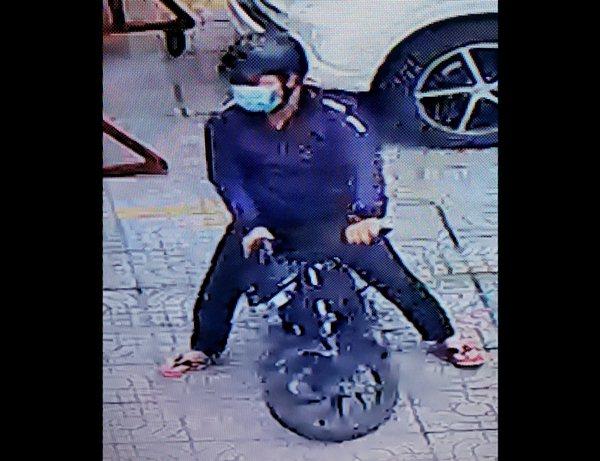 Tên trộm xe máy tại CoopMart Quang Trung Gò Vấp