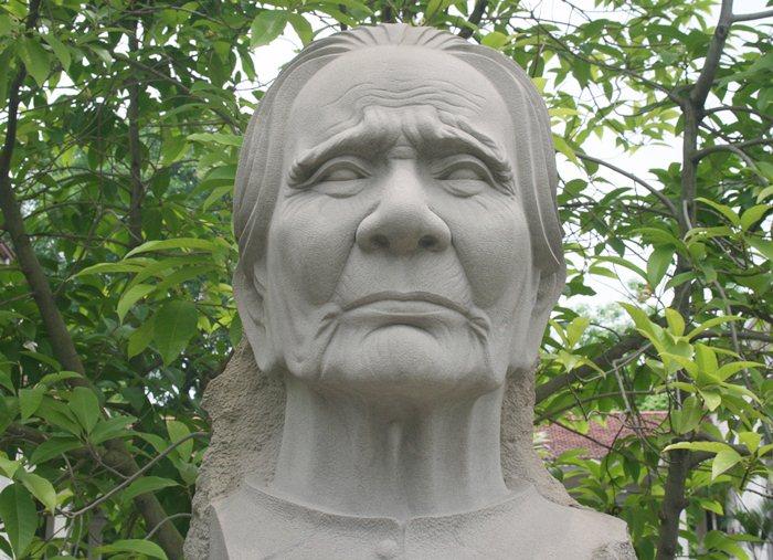 Mẹ Việt Nam anh hùng Nguyễn Thị Thứ